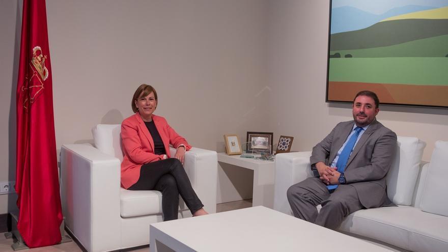 Uxue Barkos recibe al nuevo presidente del Parlamento de Navarra