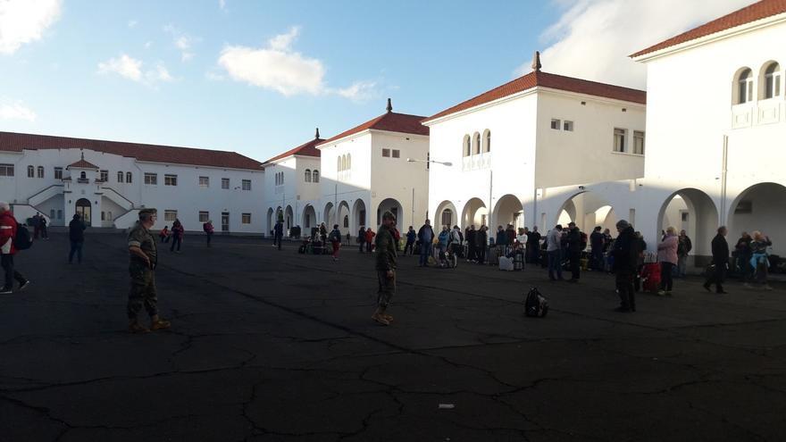 Imagen de los turistas en el acuartelamiento El Fuerte.