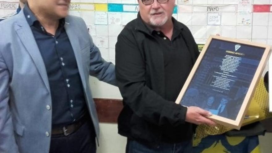 Fallece el chirigotero Manolo Santander, creador de 'Me han dicho que el amarillo', himno oficioso del Cádiz CF