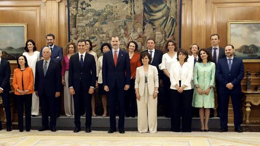 """Los 17 del """"Consejo de Ministras y Ministros"""" de Sánchez prometen ante el Rey"""
