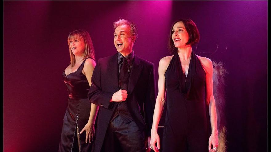 '¿Hacemos un trío?' esta protagonizado por  Natalia Millán, Marta Valverde y Alberto Vázquez.