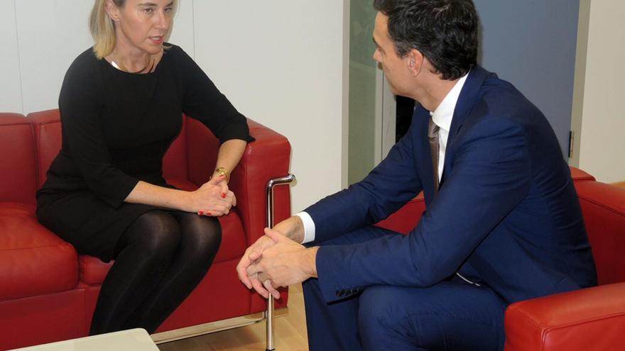 Pedro Sánchez se reúne con la alta representante de la UE para Asuntos Exteriores y Política de Seguridad, Federica Mogherini / Foto: Flicker PSOE
