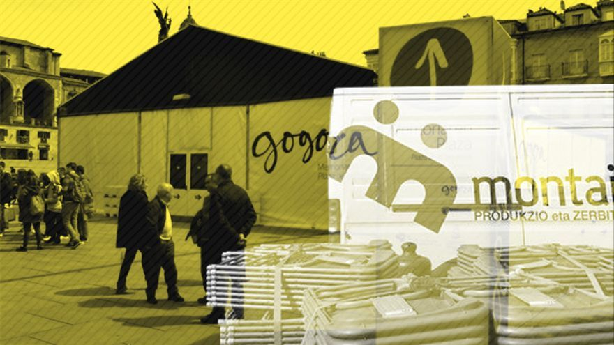 Carpa instalada por el grupo Montai en Vitoria en una de las paradas de la exposición de Gogora Plaza de la Memoria