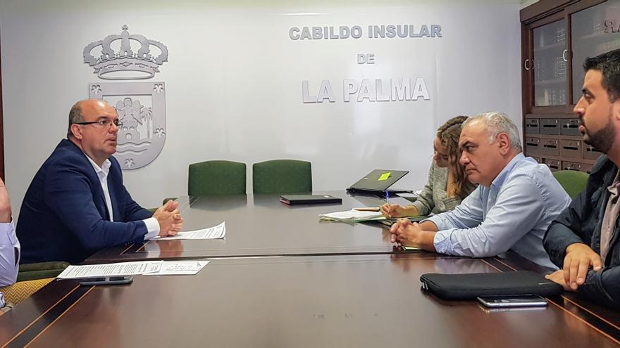 Reunión para abordar la situación del sendero de Marcos y Cordero.