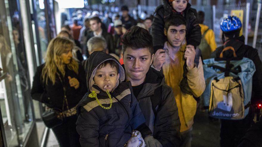 Las familias desalojadas del Samur Social, por las calles de Madrid / Olmo Calvo