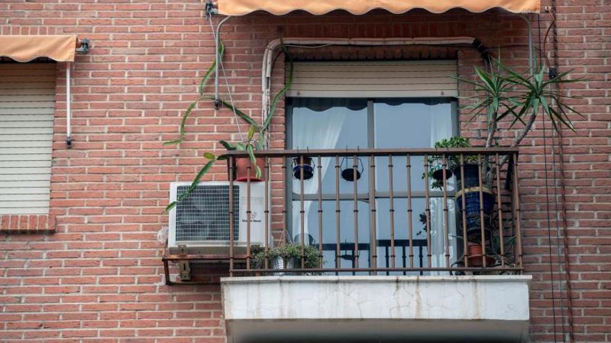Vista de la vivienda en el número 10 de la Plaza de la Candelaria de Murcia en la que habría tenido lugar la presunta violación.