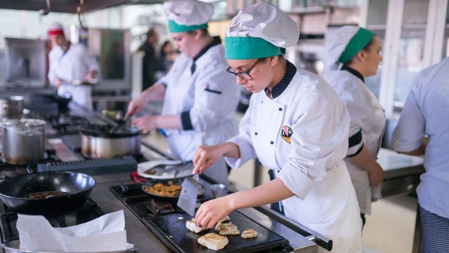 Junta adjudica las obras para reformar la Escuela de Hostelería del IES Almeraya por 428.000 euros