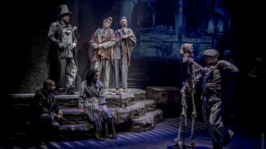 'El triángulo azul' llega al CDN Teatro Valle-Inclán con dirección de Laila Ripoll / MarcosGpunto