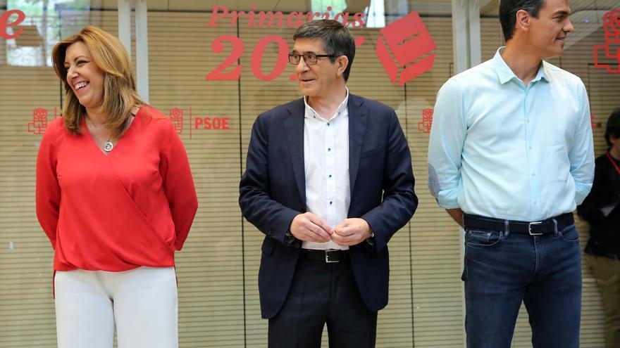 Susana Díaz, Patxi López y Pedro Sánchez, antes del debate de las primarias del PSOE.