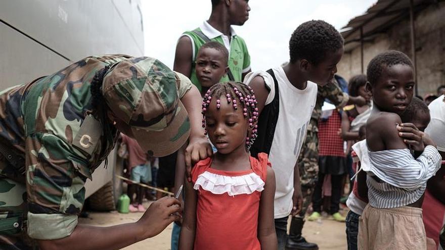 La vacuna de la fiebre amarilla lleva un quinto de la dosis, para así ampliar la población inmunizada y enfrentar el brote.
