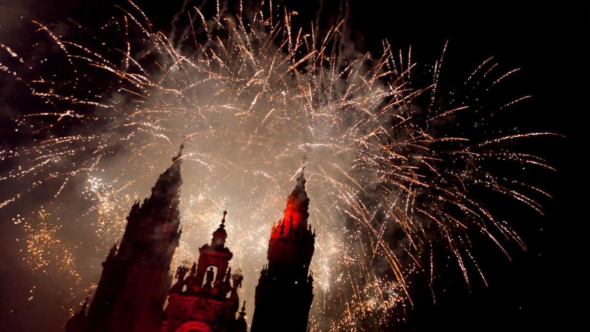 Imagen de los fuegos artificiales de las fiestas del Apóstol en Santiago de Compostela