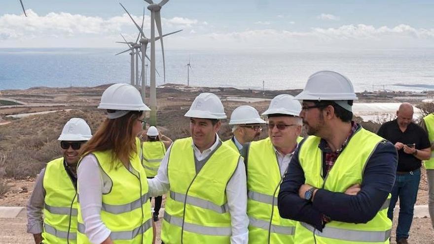 Fernando Clavijo, presidente canario, en una visita reciente a un parque eólico tinerfeño