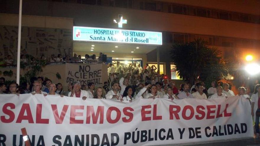 Manifestación en octubre de 2013, en defensa del Hospital del Rosell de Cartagena / Imagen: Plataforma Salvemos El Rosell