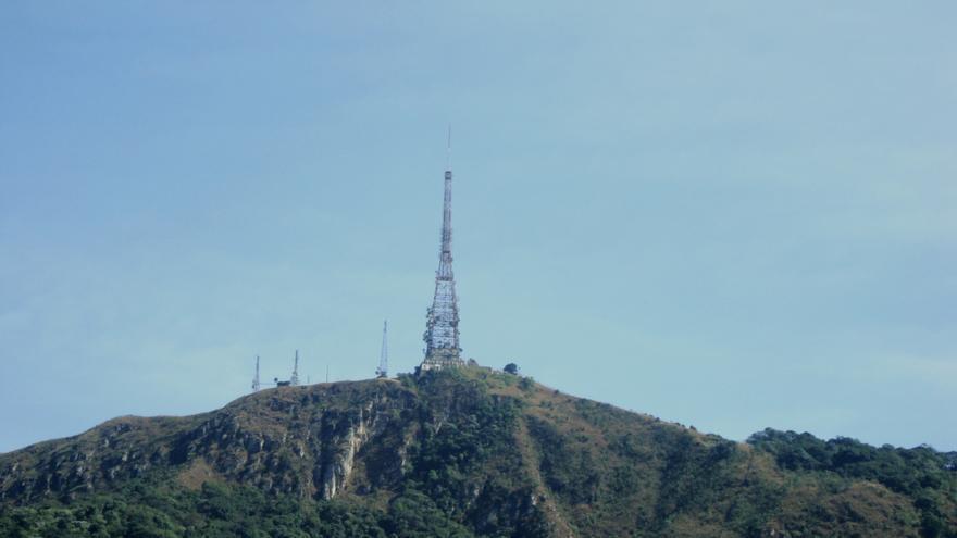 La antena de televisión en la cima del pico del Jaraguá, que los guaraníes tomaron en signo de protesta el pasado 13 de septiembre