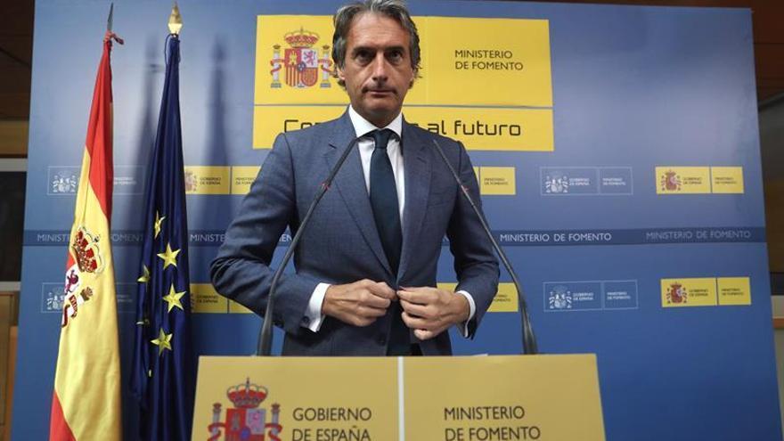 Comienza la reunión de comité de crisis de El Prat que preside De la Serna
