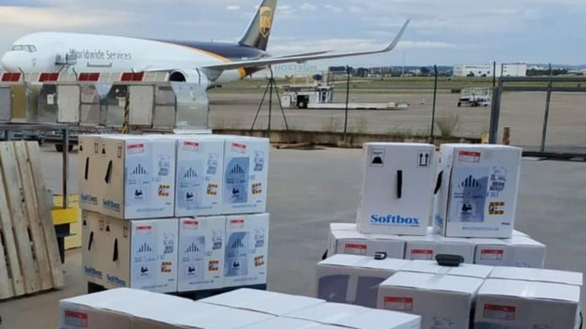 Un cargamento de vacunas a su llegada a la Comunitat Valenciana.