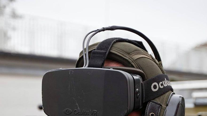 Un soldado noruego armado con las Oculus Rift (Foto: imgur.com)