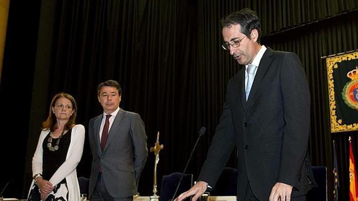Fernando Suárez, exrector de la URJC, en su toma de posesión ante el expresidente Ignacio González
