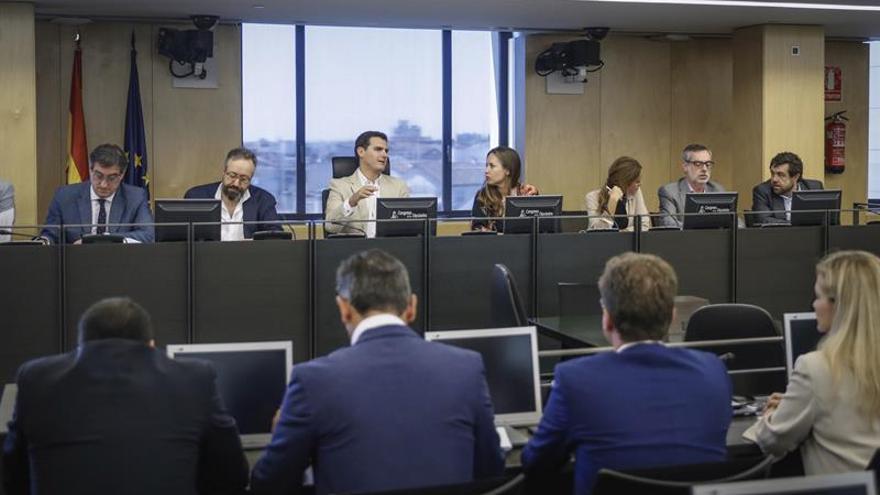 Rivera carga contra Podemos y Colau por dar balón de oxígeno a separatistas