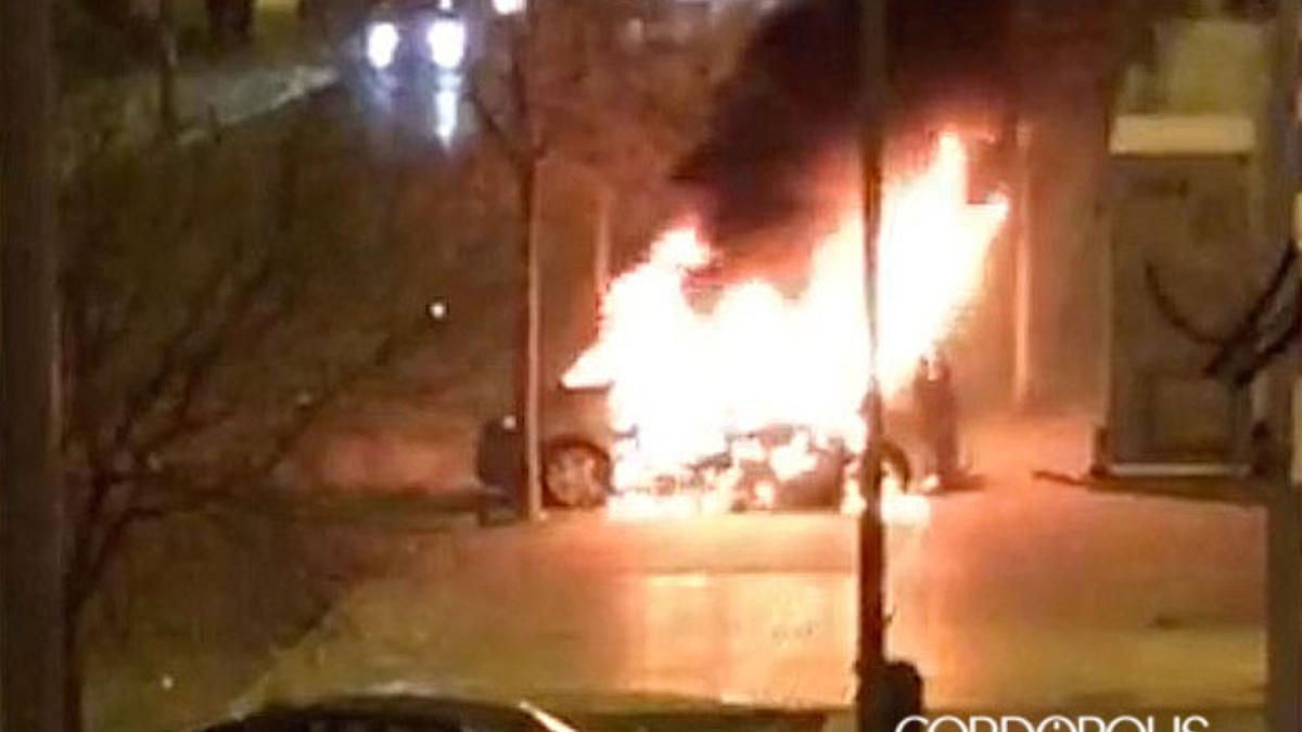 Imagen de archivo de un coche ardiendo en Moreras