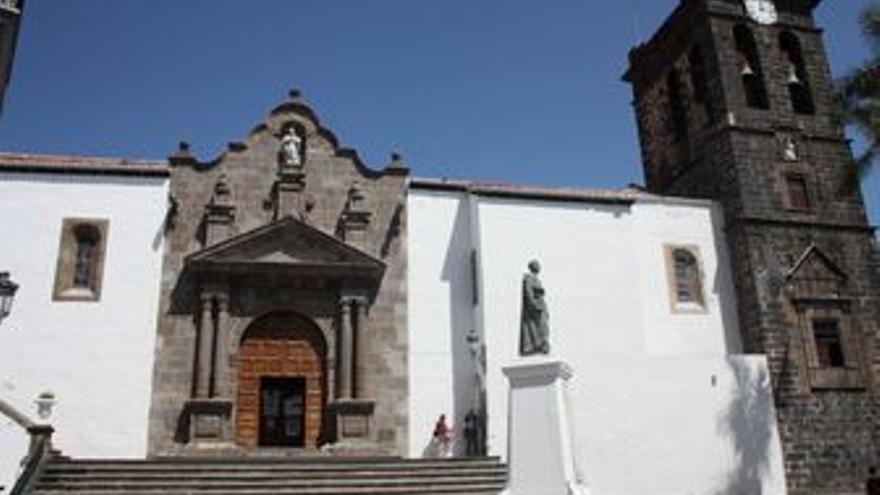 La iglesia matriz de El Salvador, entre otras obras de arte flamenco, acoge El Crucificado, una pieza de mediados del siglo XVI.