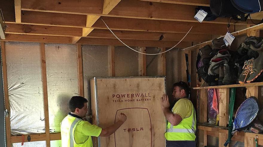 Las baterías Powerwall 2 de Tesla, fabricadas en litio, tienen una capacidad de 14 kWh
