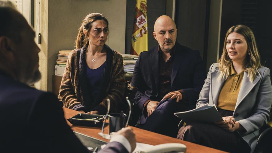 Itziar Miranda, Roberto Álamo y Miriam Giovanelli en 'Caronte'