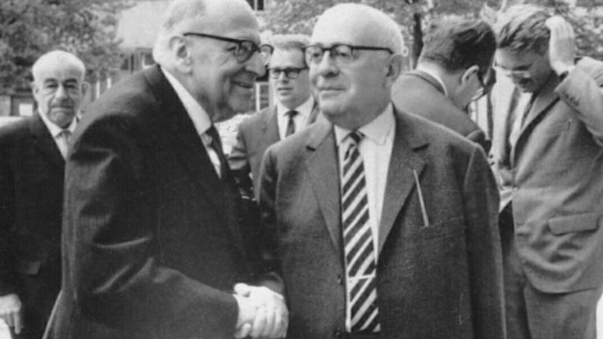Horkheimer y Adorno se saludan en  Heidelberg, en 1964