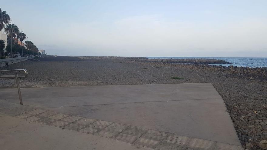 Costas publica la solicitud del Ayuntamiento de la capital de ocupar terrenos en la playa para la instalación de kioscos