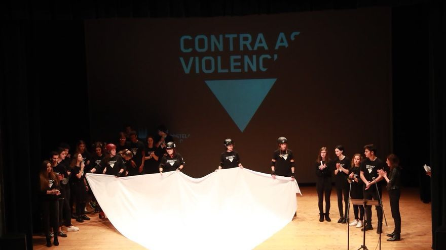 Integrantes del equipo 'As Brigantias', en el acto institucional del Ayuntamiento de Santiago
