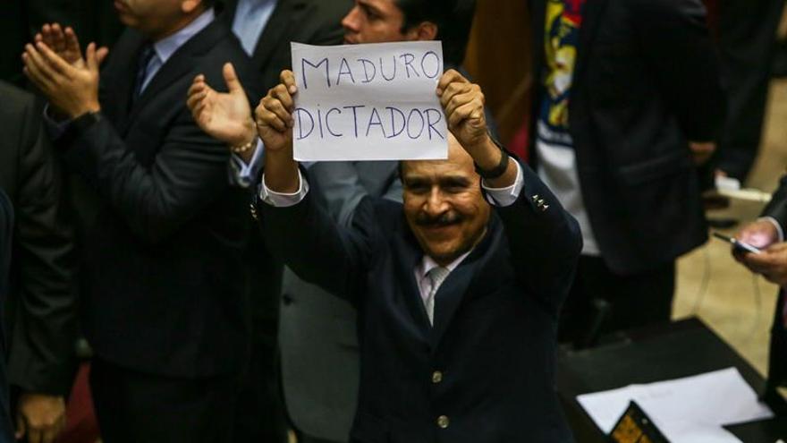 Diputado venezolano denuncia a Maduro por usurpar funciones y generar zozobra