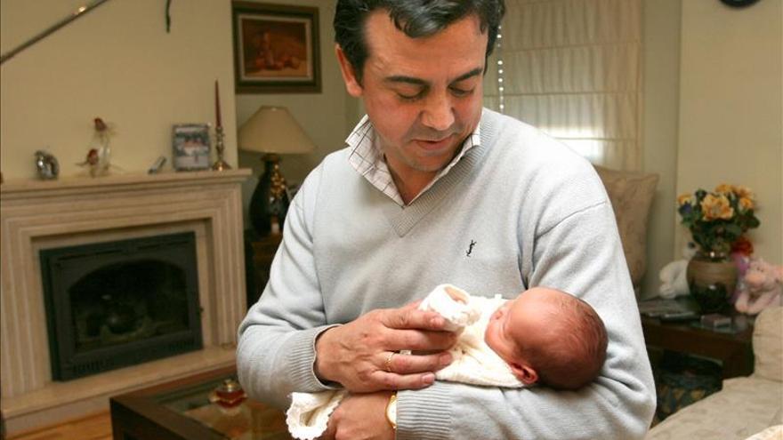 El Gobierno aplaza hasta 2016 ampliar a un mes el permiso de paternidad
