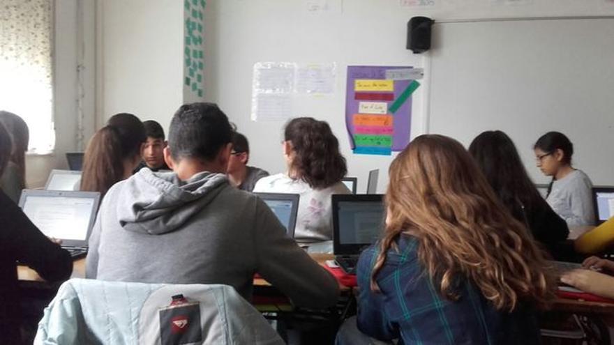 Jóvenes en un aula