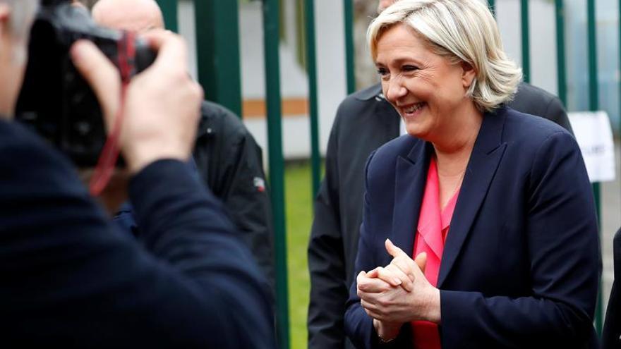 """Le Pen reconoce la derrota y asegura que su resultado es """"histórico"""""""