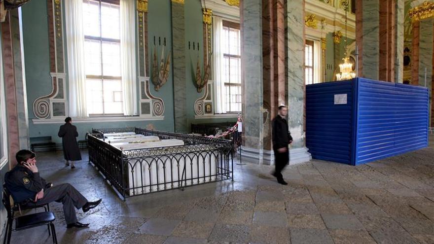 Abren la tumba del emperador ruso Alejandro III para tomar muestras de ADN
