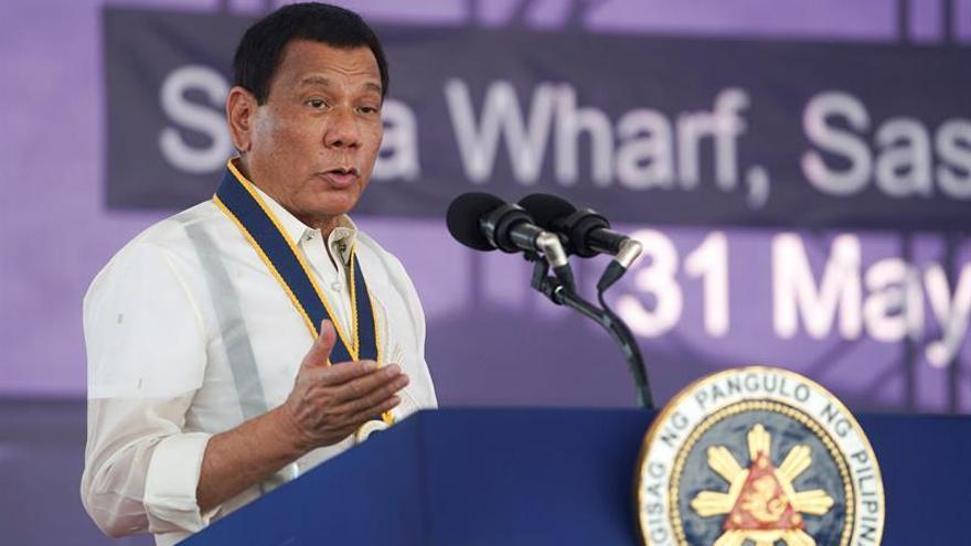 Duterte recuerda a Chelsea Clinton la infidelidad de su padre con Lewinsky