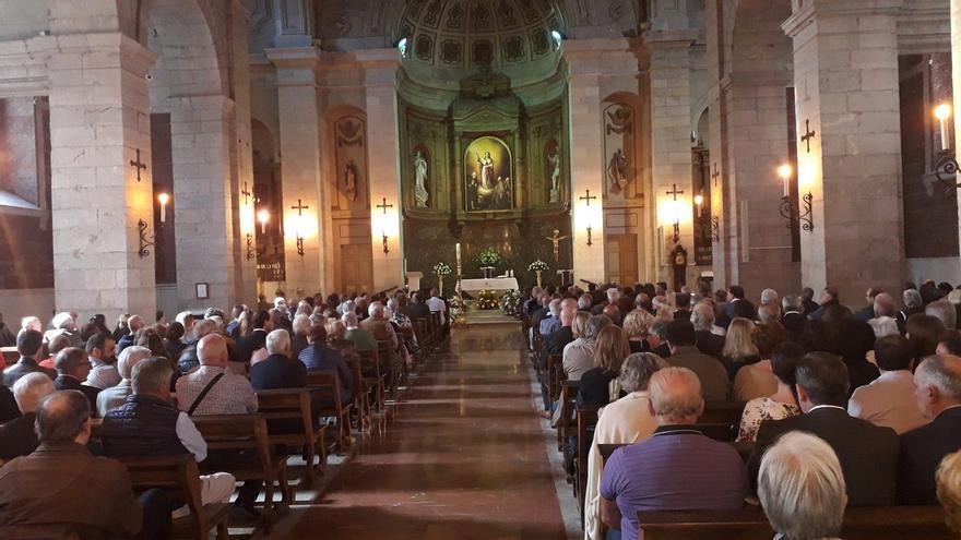 """Lleno en la iglesia de Santa Lucía en el último adiós a De la Sierra, cuyo """"legado"""" perdurará"""