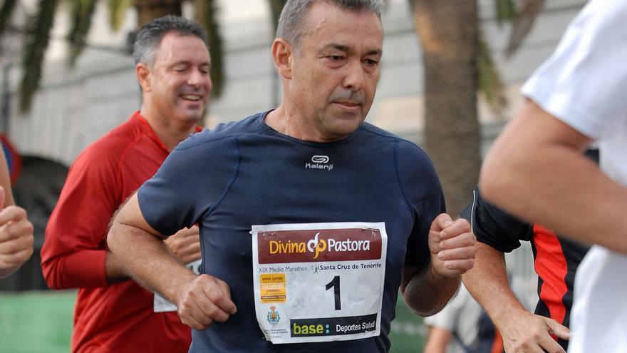Paulino Rivero durante una maratón en Tenerife
