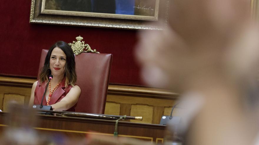 Patricia Hernández preside el pleno tras ser proclamada alcaldesa de la capital tinerfeña