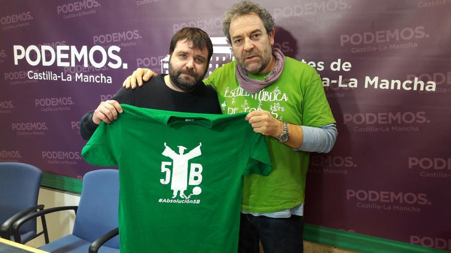 Pedro Vozmediano (Podemos) con Miguel Ángel Santos, uno de 'Los 5 del Buero'