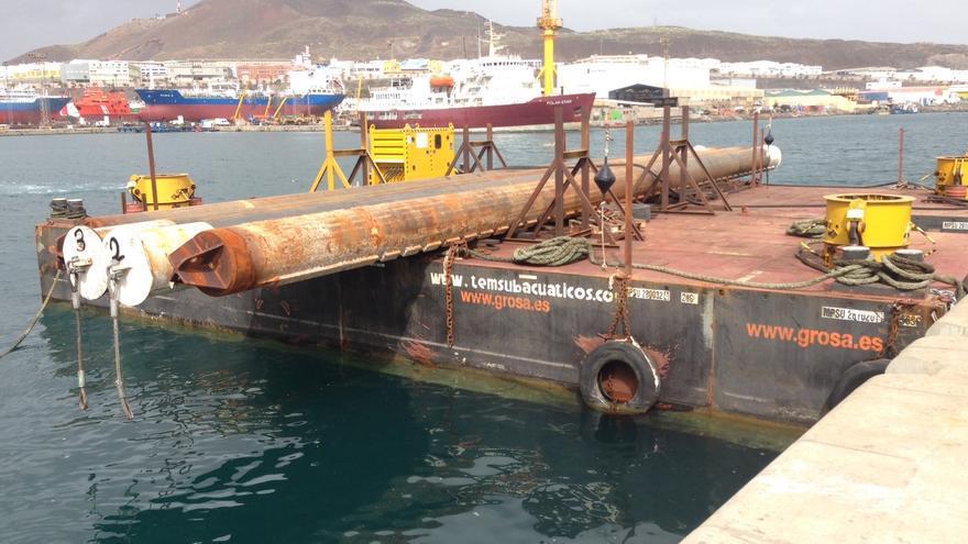 Pontona que se utilizará como dique flotante para la demolición del buque 'Lirio'