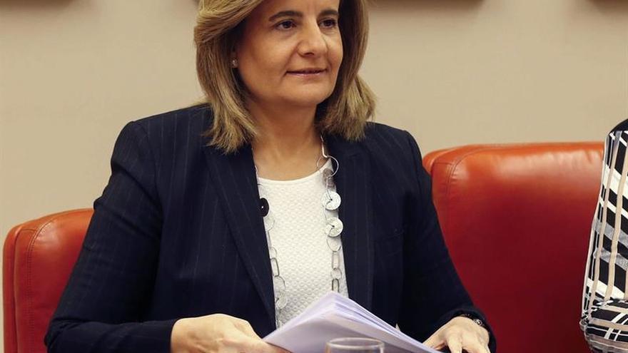 Báñez: Nadie cobra por debajo de los 655 euros porque sería ilegal