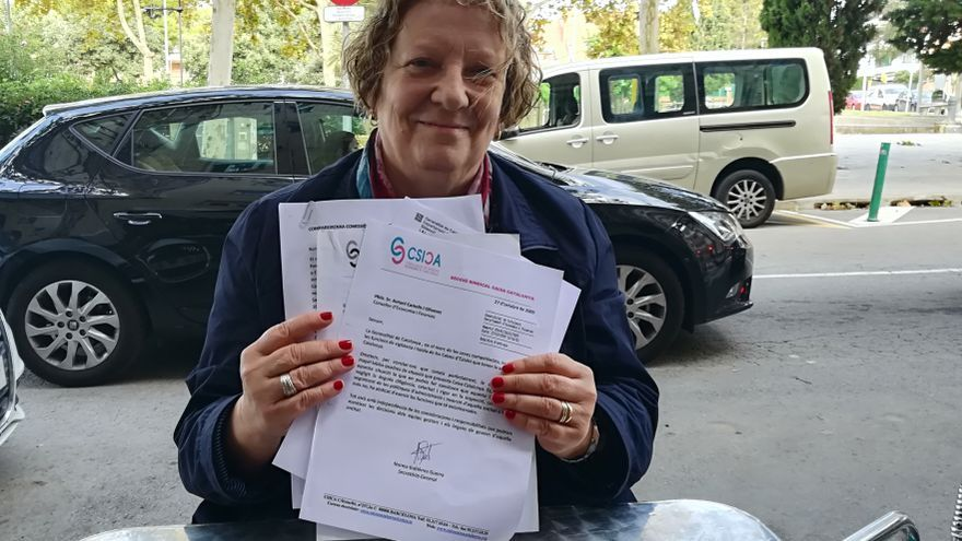 Cardona, con las cartas que envió a la Generalitat y al Banco de España sobre CatalunyaCaixa