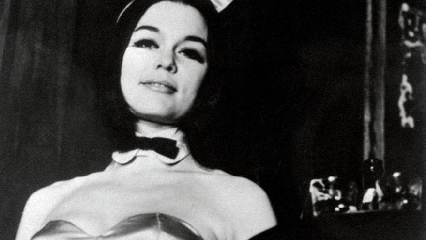 Gloria Steinem retratada como conejita Playboy