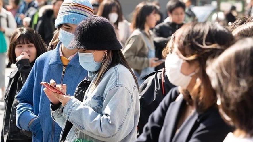 Japoneses con mascarilla FOTO: Europa Press/ HITOSHI KATANODA