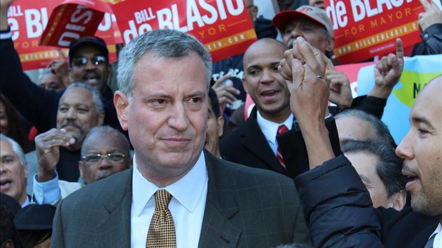 El demócrata De Blasio se dirige hacia una contundente victoria en Nueva York