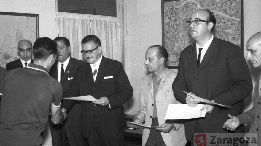 Miguel Merino, segundo por la derecha, fue alcalde de Zaragoza entre 1976 y 1979