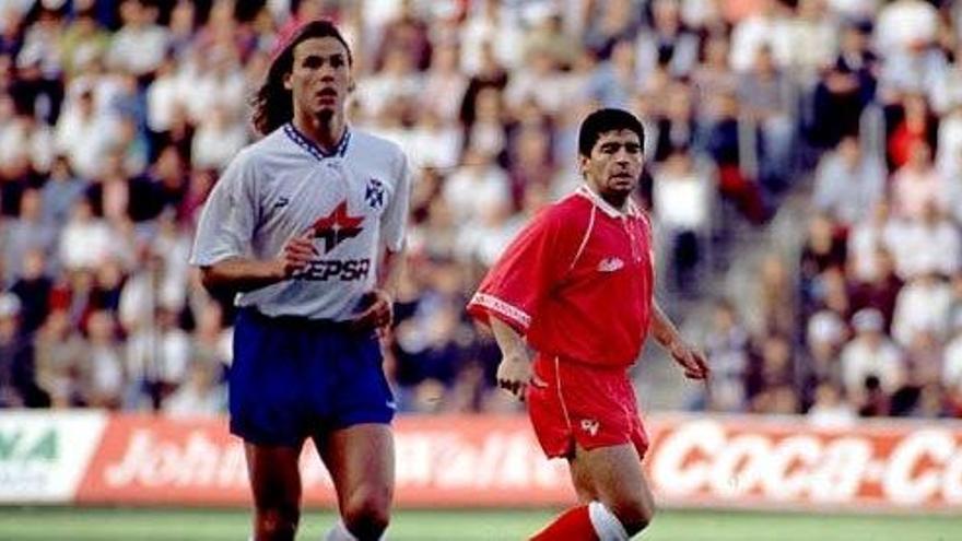 Maradona y Redondo en el Tenerife-Sevilla jugado el 3 de enero de 1993 en el Heliodoro.