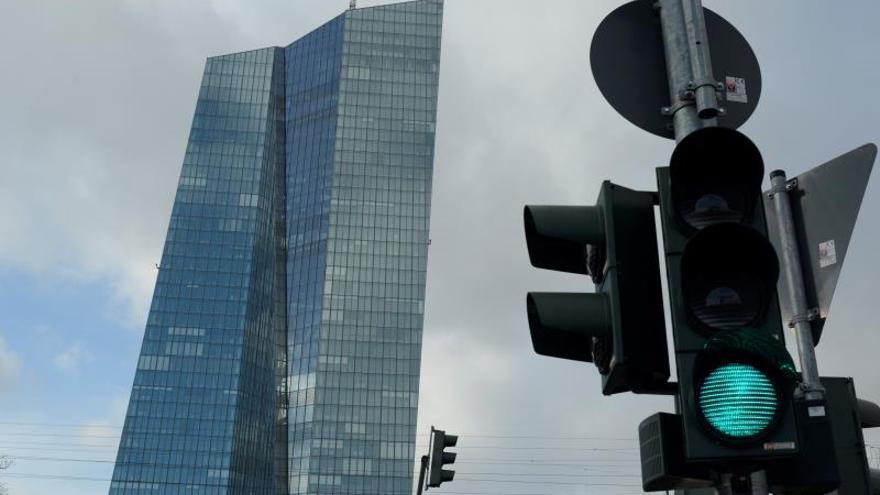 La banca reduce en más de 1.800 millones sus peticiones de fondos al BCE