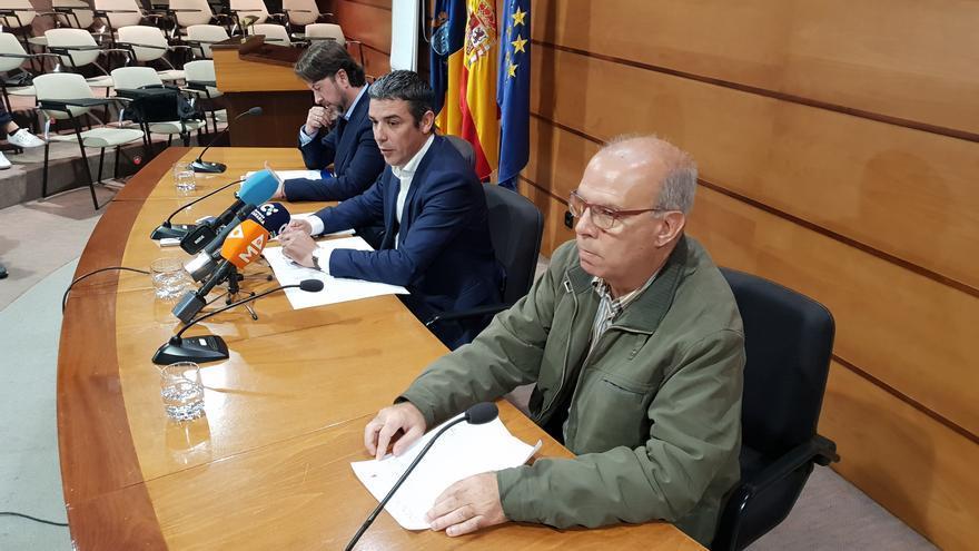 Momento de la firma de la cesión de la red de agua realizada por la Consejería al Cabildo tinerfeño